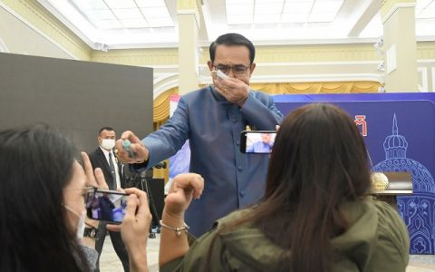 Thai PM Sprays Reporters With Hand Sanitisers